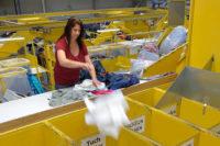 Bez języka fizyczna praca Niemcy przy sortowaniu odzieży od zaraz Essen